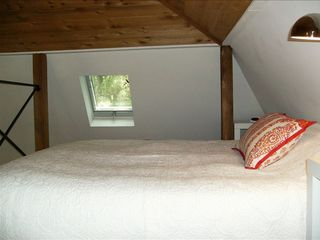 Austin cottage photo - Loft sleeping quarters with queen bed and operable skylight.