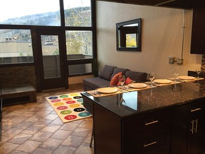 ☞ Vail Slope-View Modern Loft Condo With Bus to Village Shops and Slopes