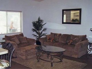 Lake Havasu City house photo - Very comfortable family room..