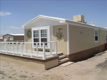 Needles mobile home rental - Sunny Front Porch. Great for relaxing and BBQing.