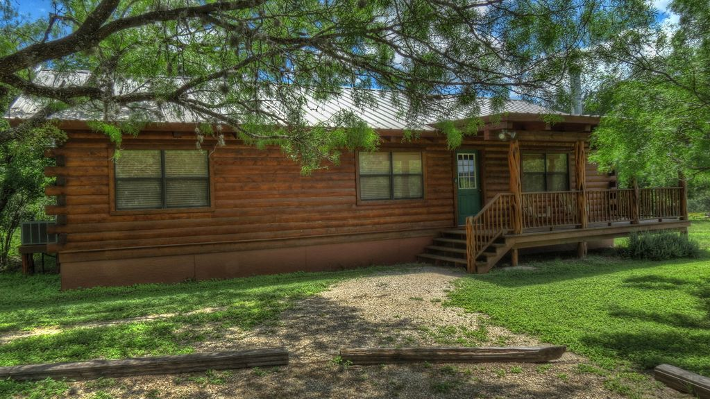 Luxury log cabin on the frio river vrbo for Cabins along the frio river