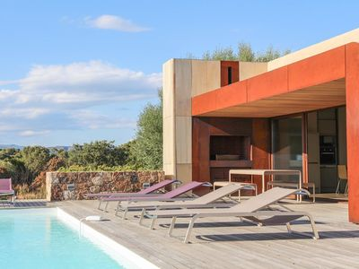 comptemporaine house sea overview and private pool near beach blue cabana