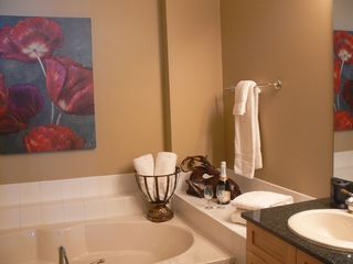 Bellaire / Shanty Creek condo photo - Master bathroom w/ spa tub and seperate shower