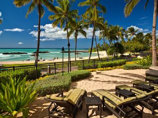 Ko Olina villa photo - Beach Villas sun loungers
