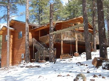 Flagstaff cabin rental - Rocky Mountain Retreat in winter