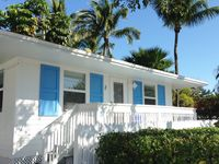 Tropical Islamorada Bungalow with pool, beach cruiser bikes, and free Wi-Fi