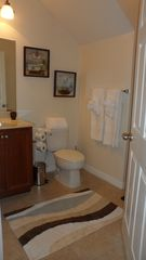 Crestwynd Bay townhome photo - First floor full bathroom.