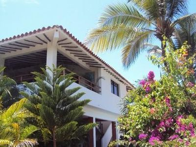 Great villa in exotic tropical garden 6 to 12 people