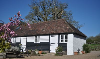 Beautiful Rural 9 Acre Child Friendly Retreat. Just 32 Miles From London.  - ***** Dairy Cottage *****