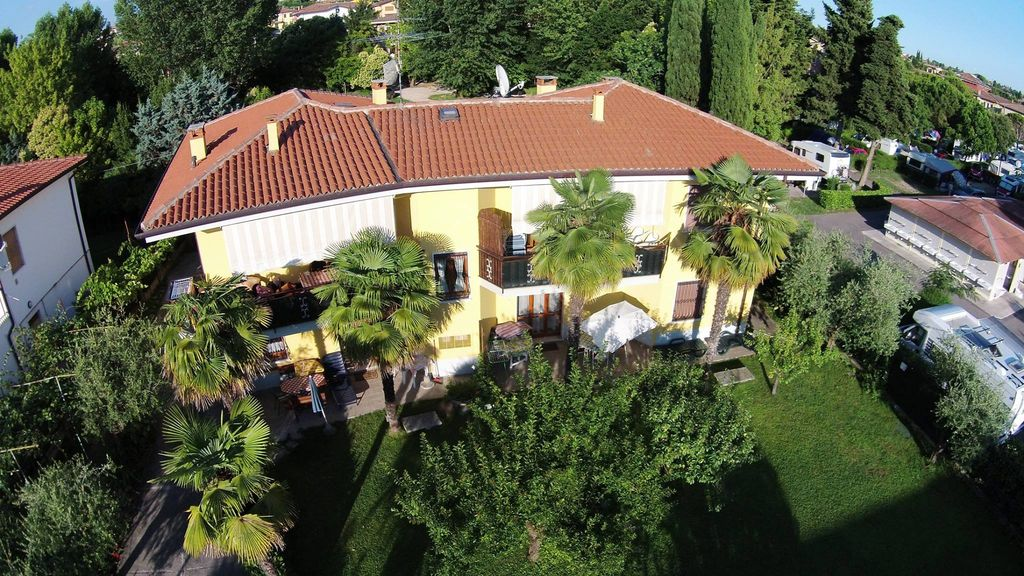 Air-conditioned accommodation, 60 square meters , Lazise, Italy