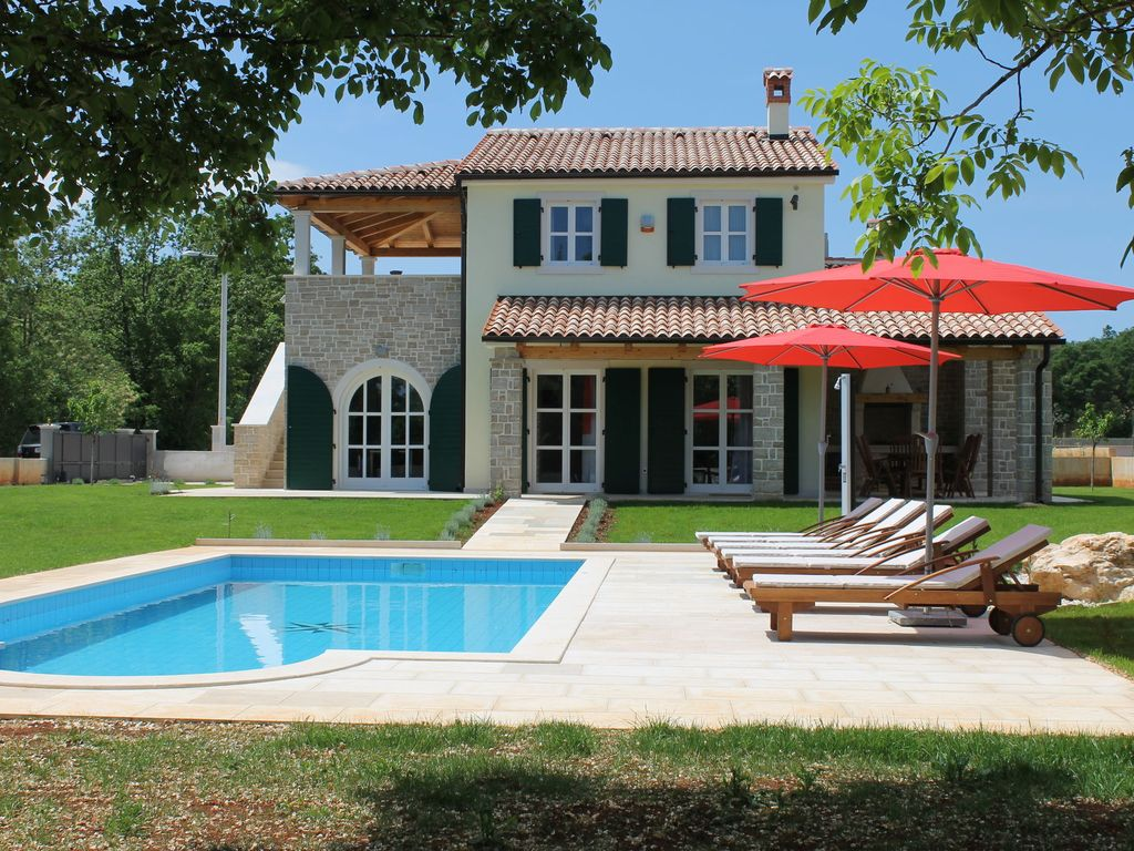 Villa individuelle luxueuse un jardin et une piscine une atmosph re relaxante istrie Atmosphere agreable piscine jardin