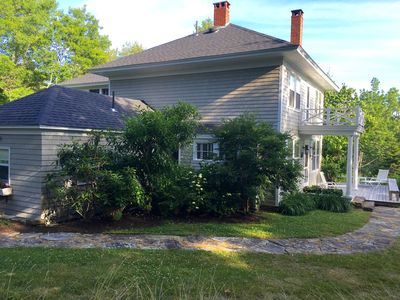 Year round house with use of a dock and tennis court, sleeps 11