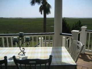 Harbor Island house photo - Enjoy your meal on the main level back deck