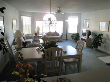 Villas at Island Club condo rental - Living / Dining Room