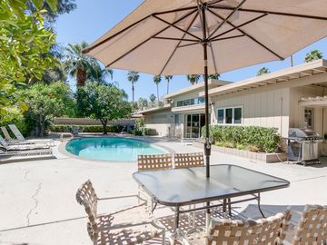 Palm Springs house rental - Outdoor Dining - Grill your faves and enjoy your meal in the California sun.