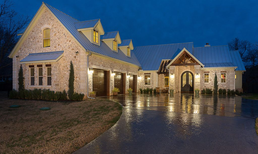 LAKE AUSTIN WATERFRONT ESTATE! BOOK NOW FOR A FABULOUS VACATION!!