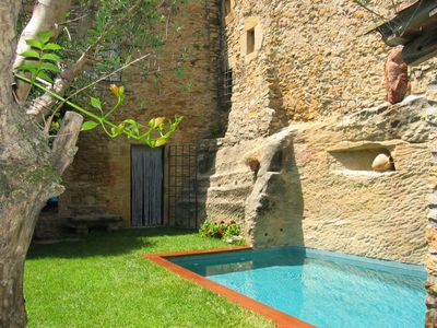 Stone villa with pool and garden near the sea. WiFi
