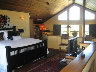 Bandera cabin photo - Elegant furnishings in the Loft provide a comfortable environment