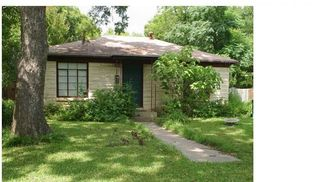 Austin house photo - Cozy cottage exterior belies its size and amenities.Offstreet parking for 3 cars