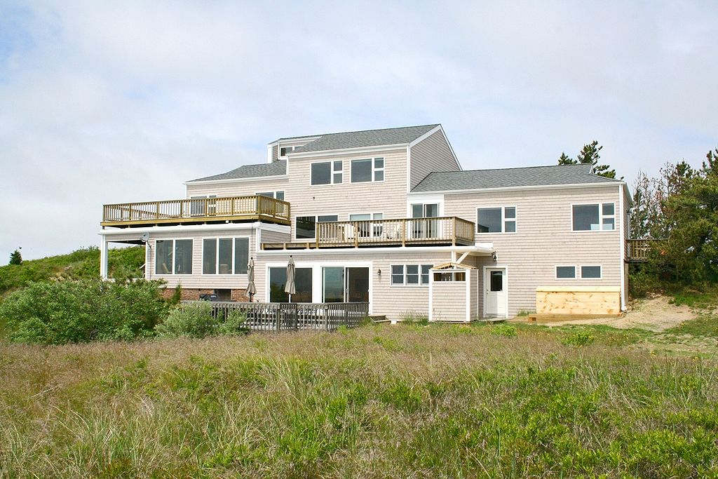 Luxury cape cod waterfront homeaway truro for Cape cod luxury homes