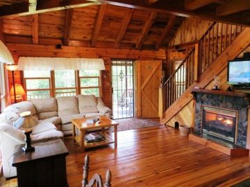 Boone cabin rental - Mountain Lodge Realty Moonshine Ridge Living Room with Gas fireplace, flatscreen