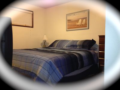 Lincoln City house rental - Back bedroom with kingsize bed and tv!