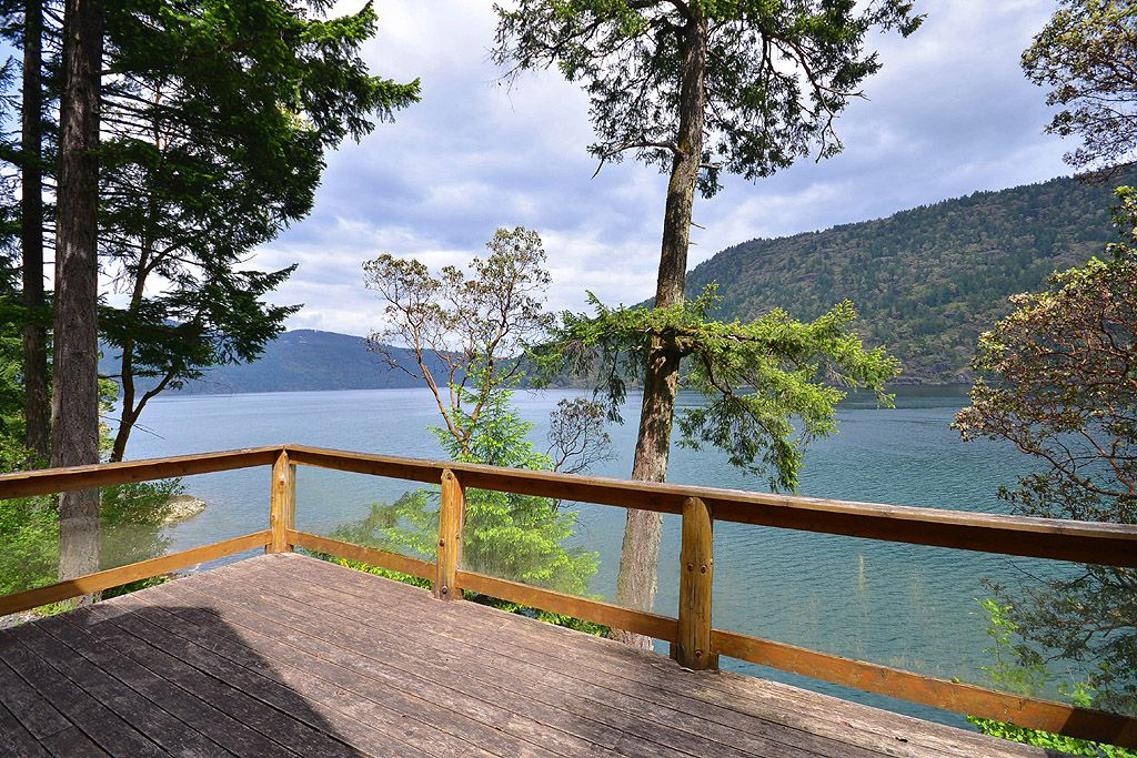 Relaxing 2 bed victoria area ocean front log vrbo for Log cabins victoria