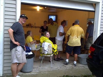 Heated party space (garage) with satellite TV during football tailgating!