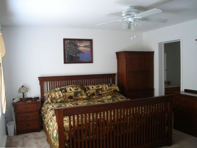 "Master Bedroom - King Bed (sleeps 2) & Master Bath, 25"" TV - 1st Floor"