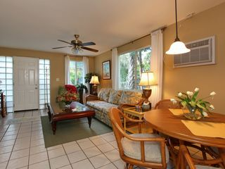 Sarasota cottage photo - FREE Cable HDTV w/DVR & Wi-Fi by Verizon! Fastest speed available in Sarasota.