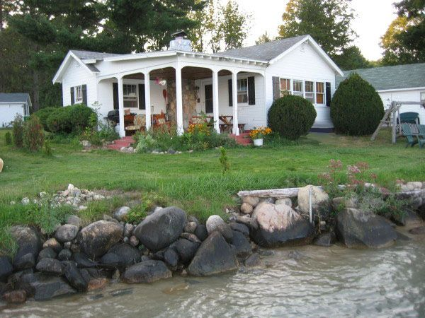 Torch lake dream cottage 2 br vacation cabin for rent in for Northern michigan cabin rental