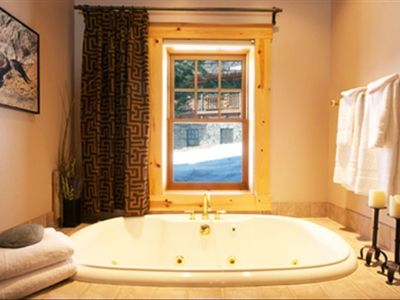 Luxurous master bath jet tub, resort spa quality wash&towel sets, walkin shower