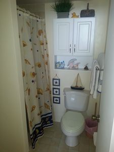 Islamorada condo rental - 2nd Bathroom w/Shower