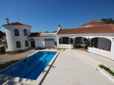 Exclusive Villa with pool, 4/6/12 persons (Solymar 1/2/1+2)