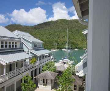 BEAUTIFUL APARTMENT AT THE WATER'S EDGE, MARIGOT BAY, ST LUCIA