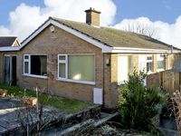 HILLSIDE COTTAGE, family friendly, with a garden in Belper, Ref 4531