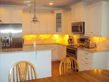 Fully Equiped Kitchen with Double Oven, Microwave and Dishwasher
