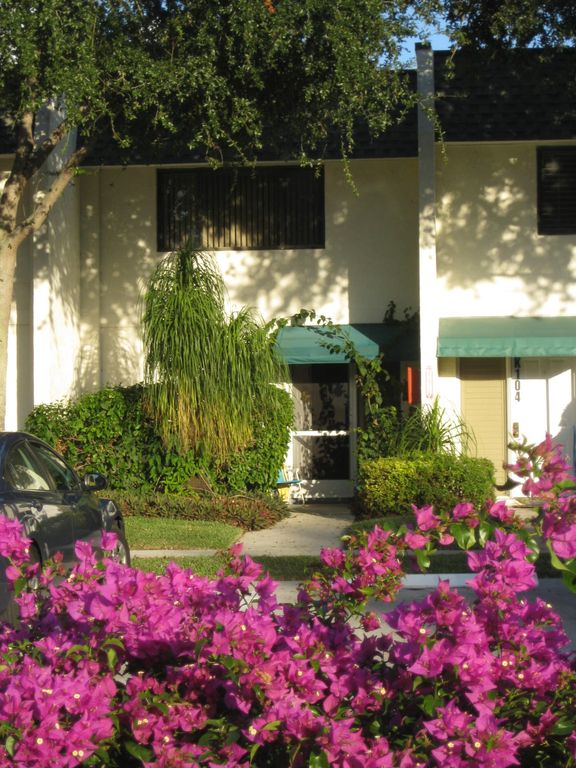 Deerfield Beach townhome rental - front of townhouse