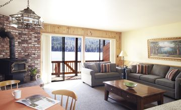 Donner Lake hotel rental - Deluxe Townhouse living area