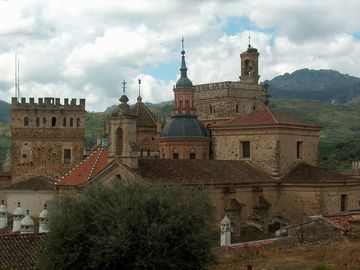 Calzada de Oropesa estate rental - Monastery of Guadalupe