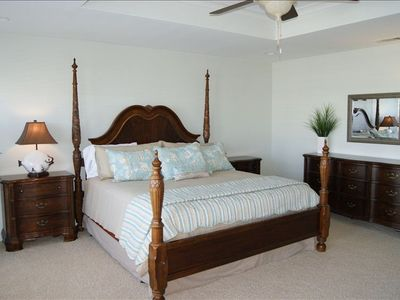 Tybee Island house rental - Luxurious and bright master with crib and sitting area