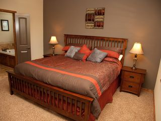 Branson house photo - Master Suite - king bed, 40in LEDTV, NETFLIX, master bathroom access