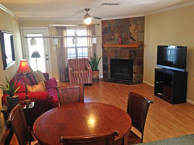 Spacious living room/dining room w/ fireplace and flat screen smart TV