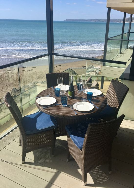 Two Bed Luxury Apartment On The Beach With Stunning Sea Views