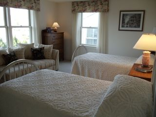 Middletown house photo - Bedroom with twin beds