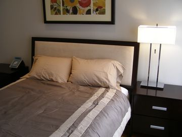 Queen size bed with cotton sheets