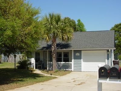 Cute cottage, 3 miles to Isle of Palms
