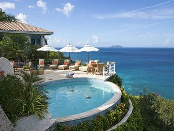 Villa with amazing views in Peter Bay