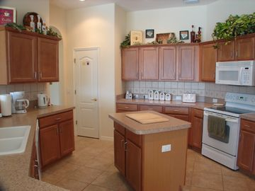 Luxury fully-equipped family kitchen