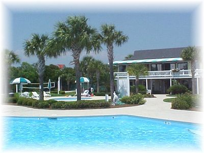 The Harbor Island Beach Club offers swimming, tennis, sand volleyball and more.